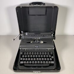 1947 Royal Quiet De Luxe Black Portable Typewriter With Case