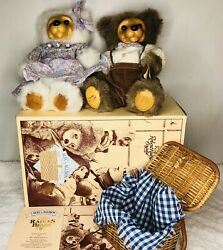 Set 2 Raikes Bear Alec And Allison With Wicker Picnic Basket Dishes Coa Box Tag