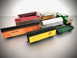 Vintage Ho Train Cars By Mantua And Athearn 8 Cars