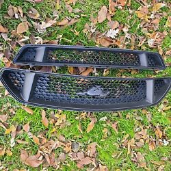 15 Thru 17 Mustang Oem Ford 5.0l Gt Upper And Lower Grille With Emblem 2-pc Used