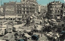 C.1960 Piccadilly Circus London Coca-cola Guinness Old Cars Postcard