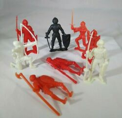 Vintage Toy Knights Plastic Army Men 8 Different Poses 1960s Era Mpc Toys