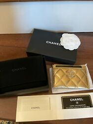 2021 Metallic Pearl Quilted Card Holder/nib