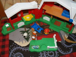 Fisher Price Toy Barn Farm Singing Little People Vintage Animal Voices