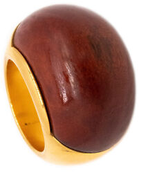 Modernist 1970 Bombe Ring In 18 Kt Yellow Gold With Carved Rose Wood Terrific