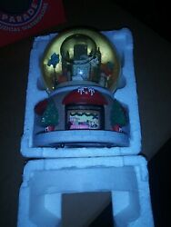 Thanksgiving Day Parade Musical Snow Globe Ltd. Ed. 2000 Twin Towers W Box
