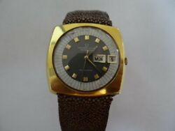 Fine Vintage Universal Geneve Polerouter 25 Jewels Automatic Day Date Watch