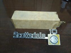 Nos Gm 1975-80 Chevy Truck Scottsdale 10 Front Fender Name Plate 14016639