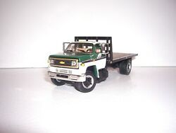 Dcp First Gear 1/64 Greenandwhite Cab Bulkhead Chevy C65 Single Axle Flatbed Truck