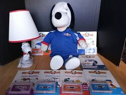 1986 Worlds Of Wonder Talking Snoopy Doll With 7 Cassette Tapes, Books And Lamp