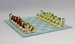 9941462 Chess Game Green Against Braune Frogs Ens Porcelain Figurine H4-2 5/8in