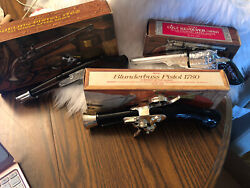Vtg Lot Of Avon Aftershave Cologne Decanters Collection 2 Pistols And 1 Revolver