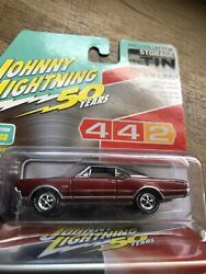 Johnny Lightning 1967 Oldsmobile 442 W-30 Red 50th Pro Collector Storage Tin