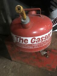 Vtg Metal Gasoline Can Eagle 2-1/2 Gallon Gas Oil Old Style The Gasser W Spout