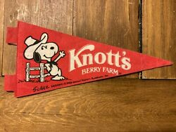 Knott's Berry Farm Charles Schulz Snoopy 1958 United Feature Syndicate Pennant