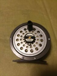 Vintage South Bend Fly Fishing Reel Model 1122a In Excellent Used Condition
