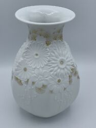 Beautiful Kaiser Ibiza W. Germany White Flower Porcelain Vase With Gold Accents