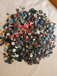 Vintage Buttons Bakelite,lucite,plastic And Glass 3,5 Lbs
