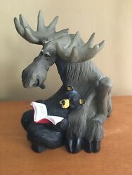Big Sky Carvers - Jeff Fleming Bearfoots - Bear Reading Book To Moose - Retired