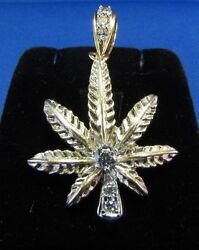 14k Yellow Gold Weed`s Leaf Pendant