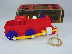 Nosco Plastics Too Too Twain 11-in Chugging Pull Toy Train 1950 Vintage Tiny Tot