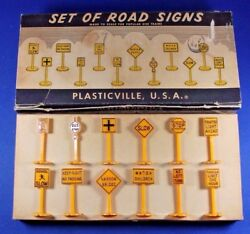 Plasticville O/s Scale 12-a - Set Of Road Signs - Complete - Boxed - Excellent