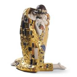 Lladro The Kiss Couple Sculpture. Golden Luster 01008667