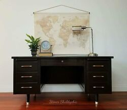 Vintage Mid-century Modern Executive Office Desk With Pull Out Tray