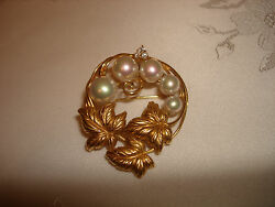 Vintage Unique Beautiful Collectible 18k Yellow Gold Pearl Diamonds Pin Brooch