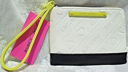 Betsey Johnson BONE BLACK Logo WRISTLET Wallet BRAND NEW with TAG NWT $18.95