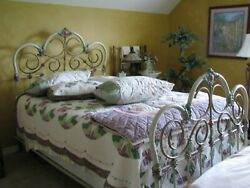 Antique Iron Bed. Queen Size.