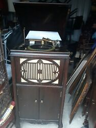 Antique Mahoghany Brunswick Hand Cranked Phonograph With Key For Top And I