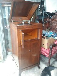 Antique Artista Cabinet Wind-up Phonograph. Very Rare