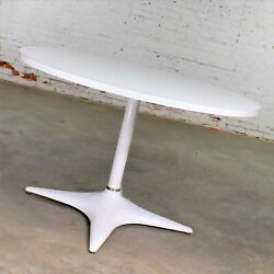 Mcm Brody Chicago Round Pedestal Dining Table Enameled Star Base And Laminate Top