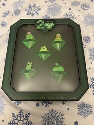 New Disney 20 Years Of Trading Pin Event We're All Green Here Set Le250