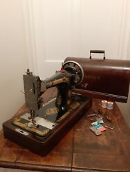 Singer Sewing Machine Hand Crank 1920's Bentwood Case With Key / No Y2127487