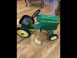 John Deere Pedal Car Tractor 7410 Ertl - Rare Awesome Great Condition...