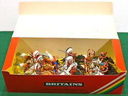 Britains Deetail Mounted Indians - 18 2nd Version Figures - 7539 Mint In Box
