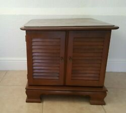 Ethan Allen American Traditional Heirloom Nutmeg Maple Square End Table