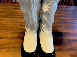 womens totes boots size 8 white black faux fur used $17.00