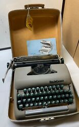 Smith-corona Sterling Vintage Typewriter In Hard Case - Silent, Clipper - Nice