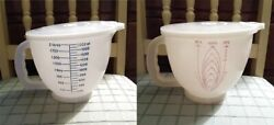 2 Vintage Tupperware 8 Cup / 2 Qt Measuring Cups 500-2, 500-3 - With Lids