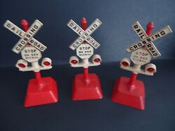 Vintage Six 1950and039s Six Inch Tall Plastic Model Railroad Crossing Signs