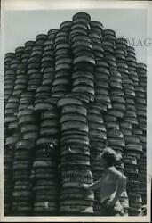 1950 Press Photo Rolls Of Communication Wire Tower Above Cpl. Faulkner In Korea