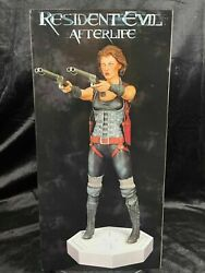 Hollywood Collectibles Group Capcom Resident Evil Afterlife Alice Statue Figure