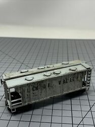 Roundhouse 34' Covered Hopper - Lehigh Valley 50700 Ho Weathered T1
