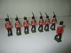 Antique Britains Lead Soldier - 7 Royal Welch Fusiliers And Officer