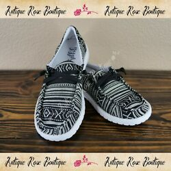 🌹 Very G Gypsy Jazz Chaska Black And White Fashion Sneakers