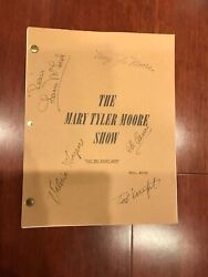 The Mary Tyler Moore Show 1971 Cast Signed Autograph Original Script