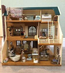 Sylvanian Families Calico Critters Green Hill House - All Furniture Included